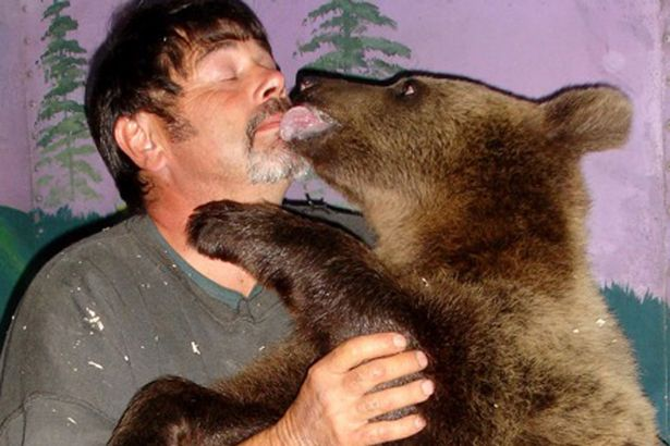 jim-with-400lb-kodiak-brown-bear